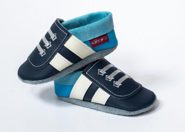 blaue-lederpuschen-mit-weissen-streifen