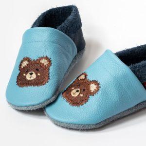blaue-krabbelpuschen-mit-teddybaer