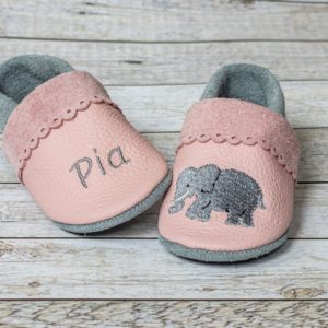 rosa-lederpuschen-mit-bogenrand-elefant-und-name