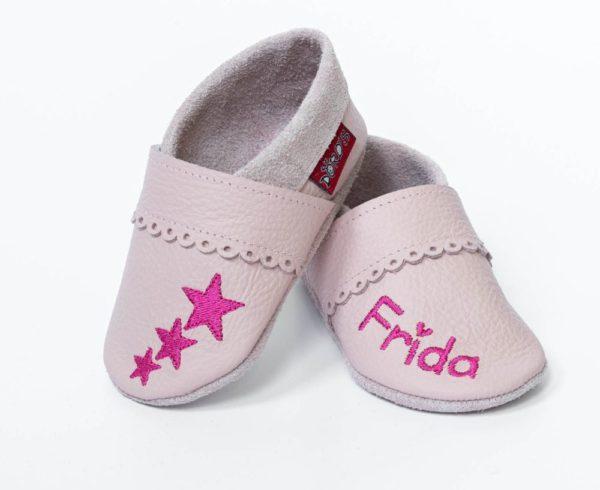 rosa-lederpuschen-mit-bogenrand-sternen-und-name