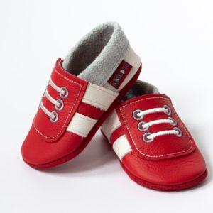 rote-krabbelpuschen-mit-weissen-streifen-sneaker