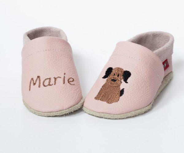 rosa-lederpuschen-mit-hund-und-name